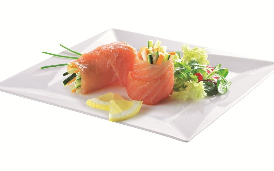 Involtini di salmone scozzese con julienne di verdure