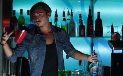 Fino a 400 euro a sera per il bartender acrobatico