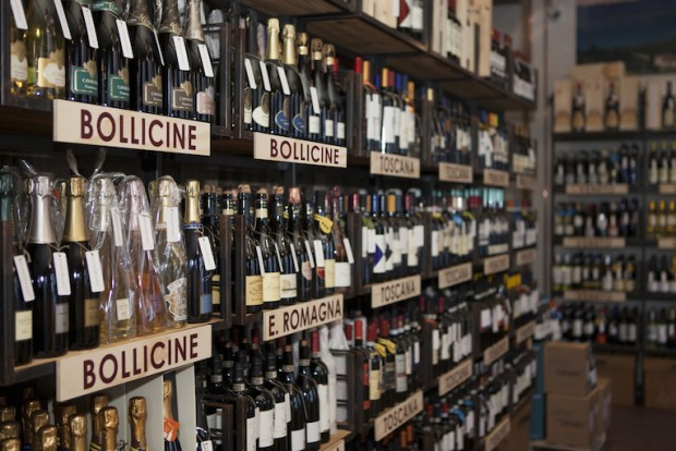 Il patron di Calzedonia investe sul vino. Ma invece di acquistare vigneti apre enoteche