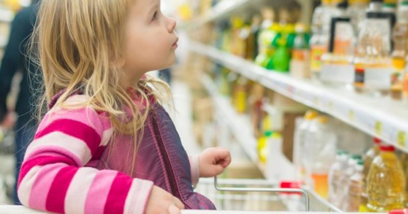 Vogliono il bio, leggono le etichette: i bambini influenzano gli acquisti e la Gdo corre ai ripari