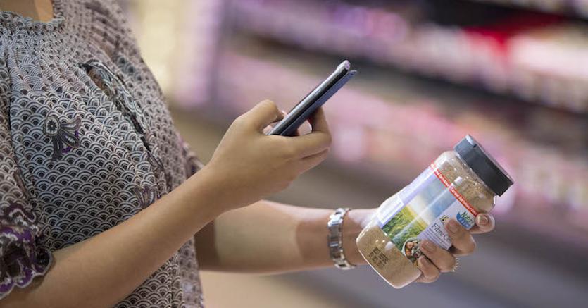 """Arriva la app che """"legge"""" sale, grassi e zucchero dei cibi"""